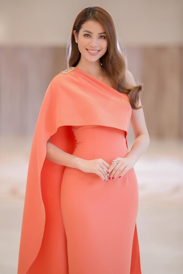 Cô cũng là hoa hậu xuất hiện với hình ảnh dày đặc trên truyền thông.