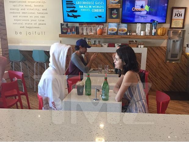 Lộ loạt ảnh Selena Gomez gặp gỡ tình cũ Justin Bieber trong lúc bạn trai The Weeknd đi vắng