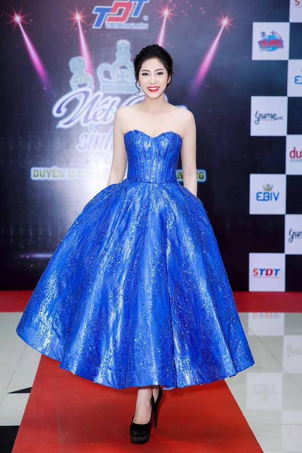 Gout thời trang một màu nhàm chán của Hoa hậu Đại dương trong 3 năm đương nhiệm