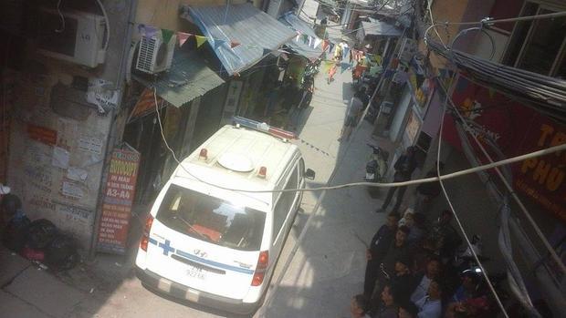 Xe cứu thương có mặt tại hiện trường.