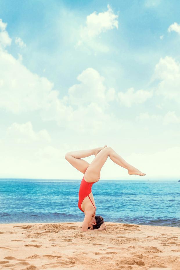 """Nói về lý do yêu thích bộ môn này, giọng ca I don't care bộc bạch: """"Trinh đến với yoga một cách rất tình cờ, ấy là sau một lần xem phim nói về yoga thì thấy thích và muốn tự mình thực hiện các động tác có độ khó cao. Sau khi tìm hiểu, Trinh mới biết được là nếu muốn làm hết các động tác đó thì cần phải có thời gian luyện tập rất lâu. Vậy rồi, Trinh lao vào luyện tập, cứ thế hăng say cho đến bây giờ. Mỗi lần tập xong, Trinh thấy cơ thể thư thái, nhẹ nhàng, bao nhiêu mệt mỏi, lo âu cũng phần nào được vơi bớt""""."""