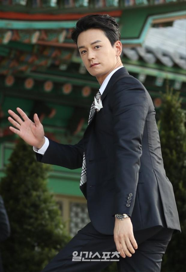 Nam diễn viên Im Ju Hwan và Song Joong Ki thân thiết với nhau từ thời đóng Song Hoa Điếm.