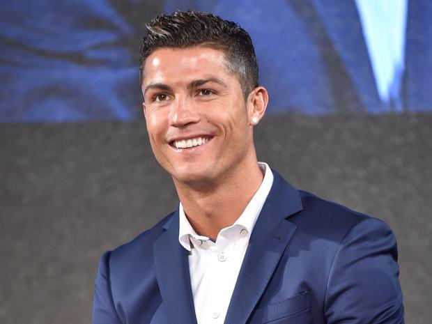 Ronaldo có một lượng fan nữ đông đảo nhờ vẻ ngoài đẹp trai và phong cách ăn mặc lịch lãm, quý phái.