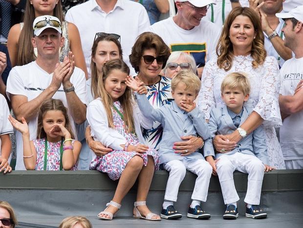 Gia đình hạnh phúc với Mirka và 2 cặp sinh đôi