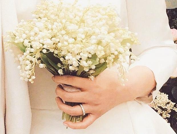 Còn đây là cận cảnh nhẫn cưới kim cương của Song Hye Kyo.