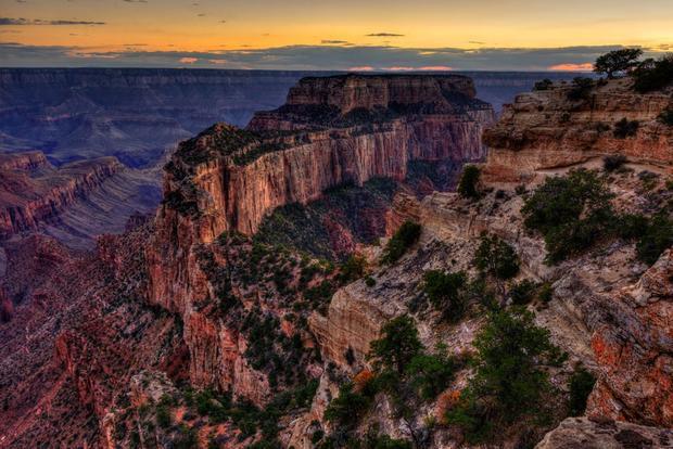Grand Canyon, Arizona trải dài 277 dặm; du khách có thể chọn leo núi, chèo thuyền hoặc thậm chí thưởng ngoạn từ trên cao.