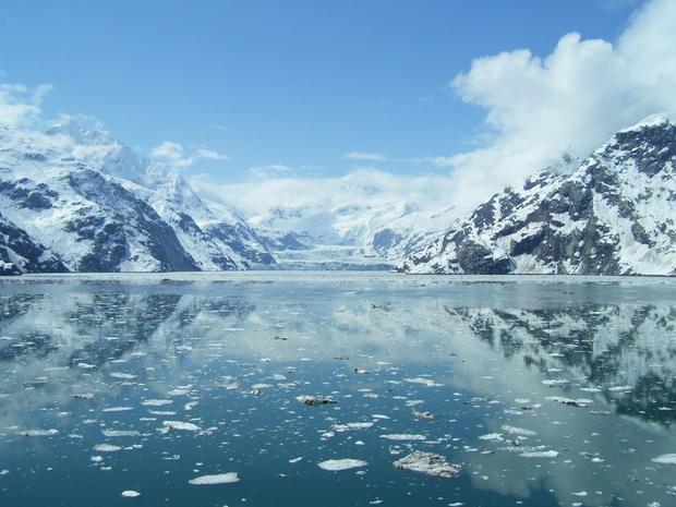 Sông băng Hubbard nằm giữa Alaska và Canada, là một điểm đến hấp dẫn của những chuyến du lịch biển mùa đông.