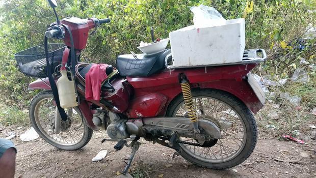 Từ khi chiếc xe honda cà tàng bị hỏng, ông Minh không còn hành nghề xe ôm được nữa.