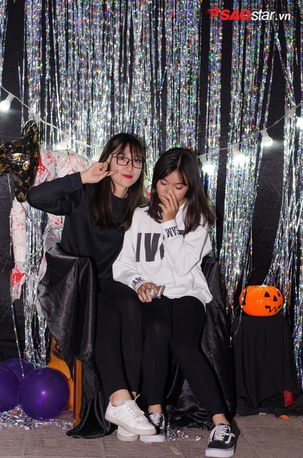 Nhiều bạn trẻ háo hức, vui chơi thoải mái trong lễ hội halloween năm nay…