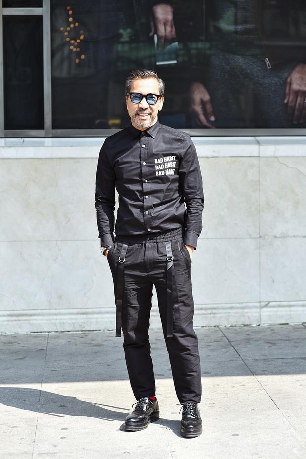 Xuất hiện tại The Best The Street Style ngày 4 còn có Fashionisto nổi tiếng Thuận Nguyễn trong trang phục suits đen lịch lãm.