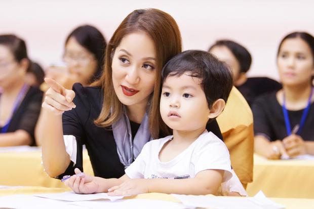 Khánh Thi đưa cậu con trai kubi kháu khỉnh đến cổ vũ.