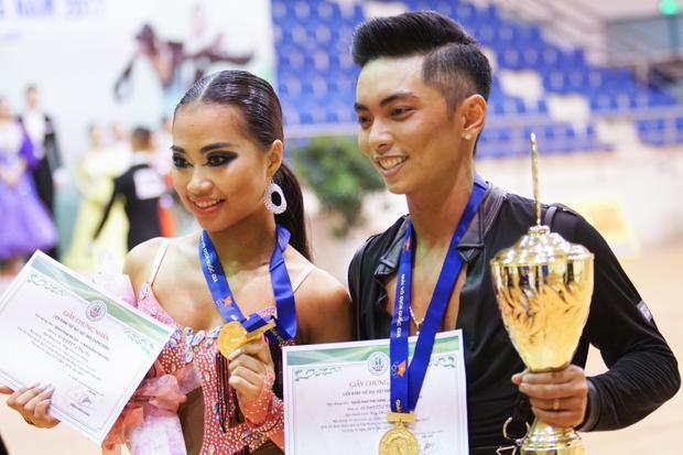 Phan Hiển và Nhã Khanh vô địch quốc gia 2017