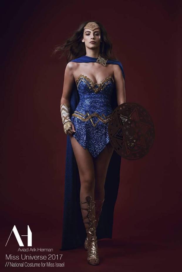 Hoa hậu Israel lại mang đến tinh thần chiến đấu, kiên cường thông qua bộ quốc phục lấy cảm hứng chiến binh này.