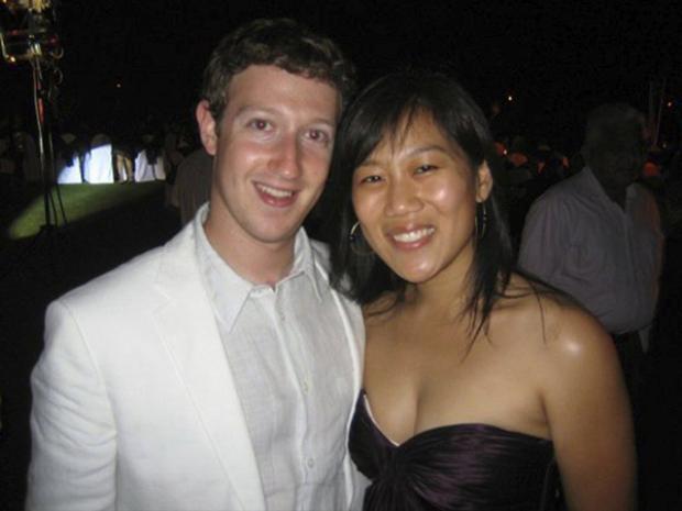 """Chan cũng sát cánh cùng Zuckerberg khi anh từ chối lời mời mua lại Facebook với giá trị 1 tỷ USD vào năm 2006. Chan chia sẻ với The New Yorker rằng đó là khoảng thời gian căng thẳng nhất với Mark Zuckerberg. """"Tôi còn nhớ chúng tôi đã bàn luận rất nhiều về thương vụ với Yahoo!. Chúng tôi đã kiên định với mục tiêu của mình, những gì chúng tôi tin và muốn làm trong cuộc đời - toàn những thứ đơn giản mà thôi,"""" cô chia sẻ."""