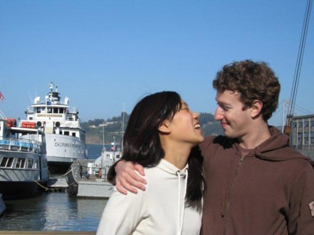 """""""Họ đi dạo trong công viên, chèo thuyền (Zuckerberg nhất định đòi mỗi người đi thuyền riêng và chèo đua), chơi bóng hoặc board game. Chủ Nhật được dành cho những món ăn Châu Á,"""" The New Yorker viết về cặp đôi nổi tiếng."""