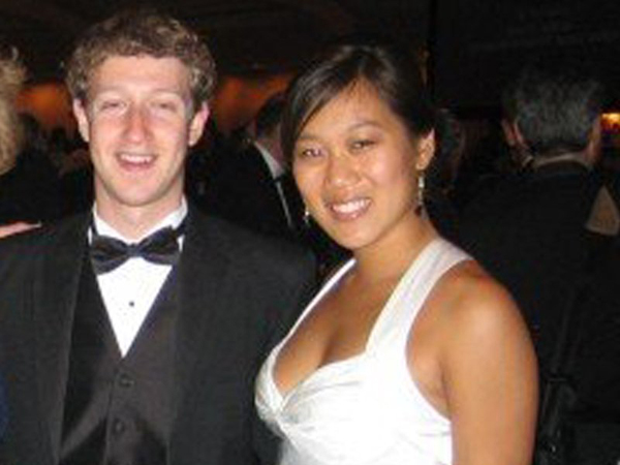 """Vì Zuckerberg khá bận rộn với Facebook, Chan đã đưa ra một vài """"điều luật"""" cho mối quan hệ của hai người. Chan yêu cầu tối thiểu 100 phút riêng tư mỗi tuần, không dành cho Facebook. Cô cũng yêu cầu hẹn hò mỗi tuần một lần, theo TechCrunch."""