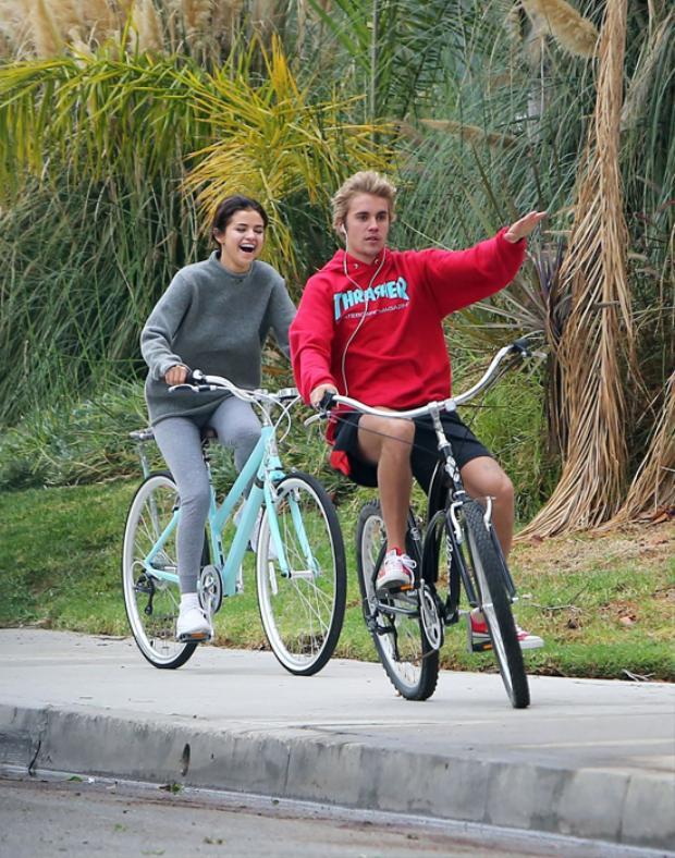 Quên chuyện bạn bè đi, Selena Gomez và Justin Bieber giờ đang hẹn hò như chưa có cuộc chia ly