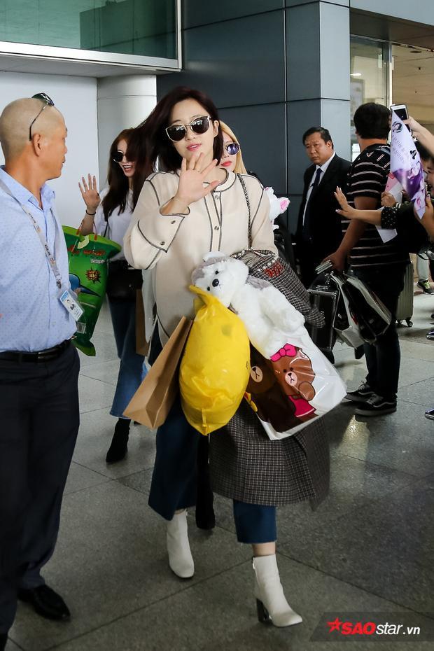 Eunjung thân thiện trước ống kính phóng viên.