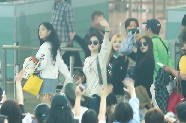 Hậu concert hơn 20 tiết mục, T-ara vẫn rạng rỡ trong vòng vây Fan Việt trở về Hàn