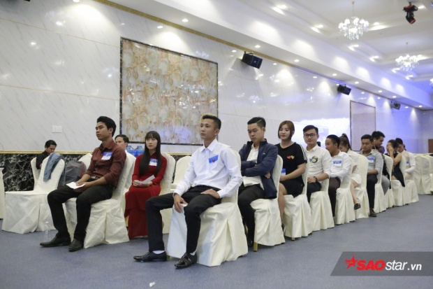 Các thí sinh đang chờ đến lượt vòng thi tiếp theo của mình