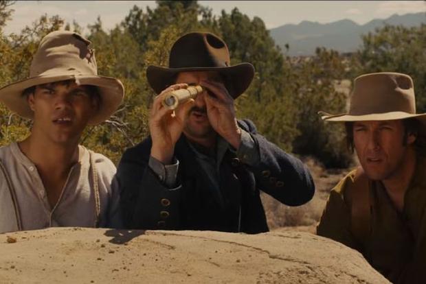 Taylor Lautner (trái) gây shock với tạo hình trong Ridiculous 6