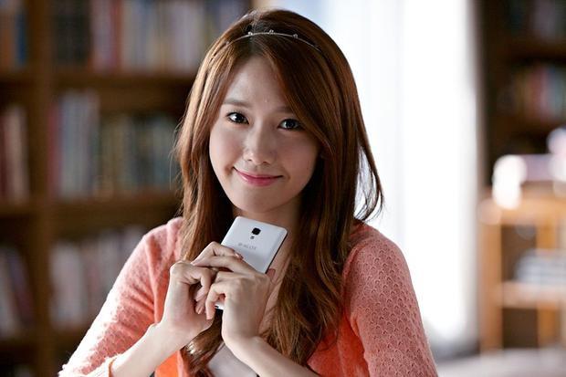 Yoona (SNSD) nhận đề cử Nữ diễn viên mới xuất sắc nhất qua bộ phim Confidential Assignment. Sự xuất hiện của 2 nghệ sĩ nhà SM trong vai trò người mới tại một lễ trao giải điện ảnh khiến người hâm mộ vô cùng phấn khích và quyết tâm bình chọn cho thần tượng.