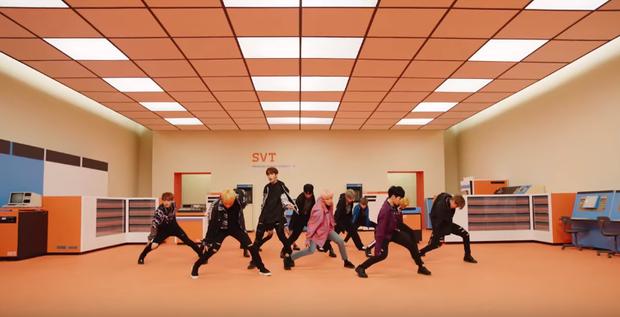 Các thành viên Seventeen khoe vũ đạo cực chất trong MV mới.
