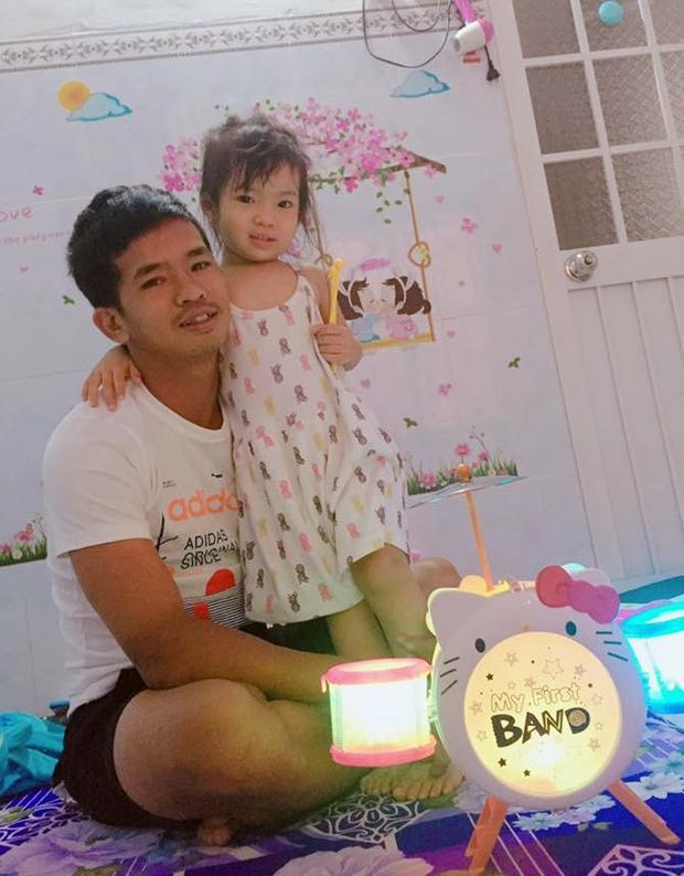 Phiên bản Em gái mưa cực hot của cầu thủ Hải 'Beck' và con gái