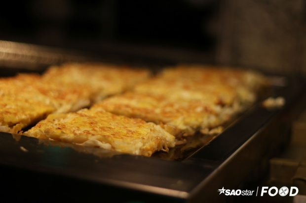 Bánh xèo Đài Loan có tạo hình tương tự bánh xèo Nhật nhưng ít rau hơn và kích thước cũng nhỏ hơn. Món ăn này có giá 35 Đài tệ (28.000 đồng).
