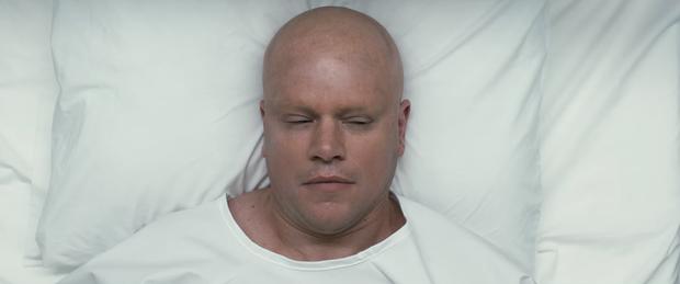 Matt Damon cạo trọc đầu, thu nhỏ người để giải quyết vấn đề bùng nổ dân số