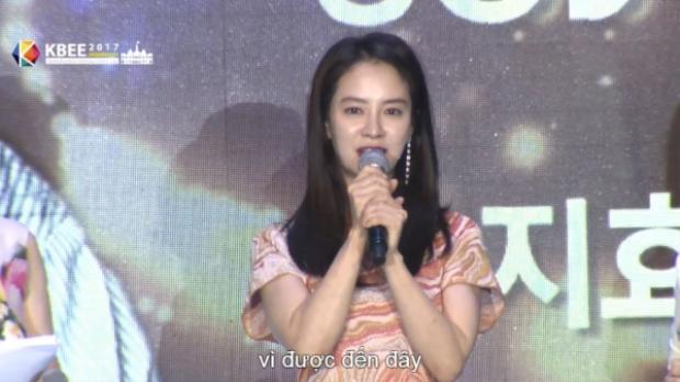 Ngoài ra, cô nàng cũng chia sẻ bản thân rất thích đất nước, con người Việt Nam.