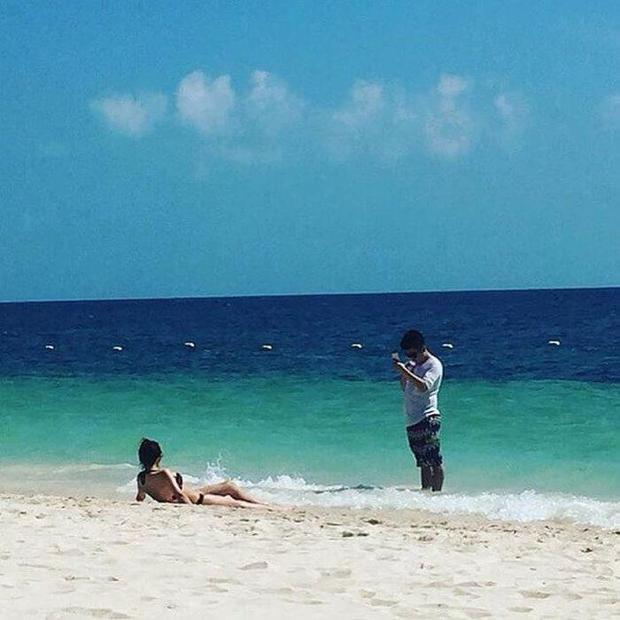 """""""Riêng mình em bên bờ biển vắng"""""""