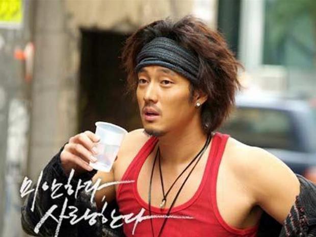 Ji Sub xuất hiện với vẻ ngoài bụi bặm, nam tính trong Xin lỗi, anh yêu em.
