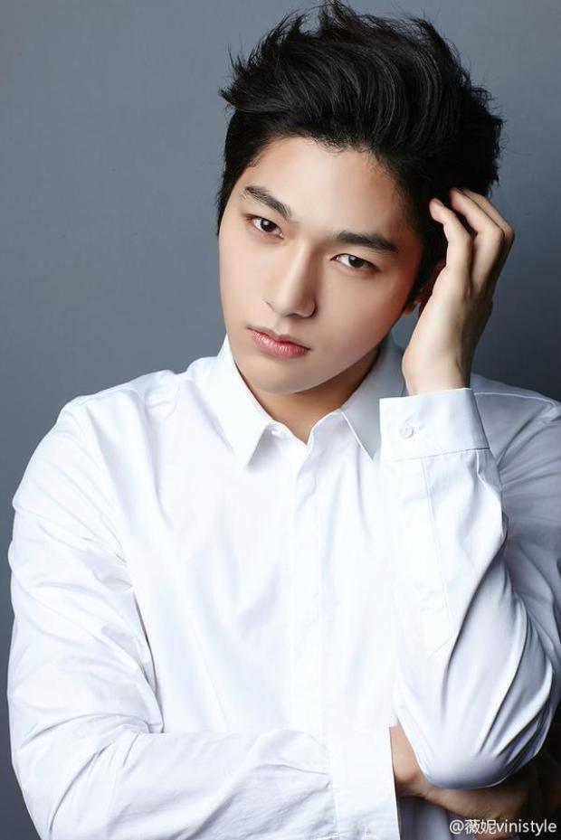 Đóng cặp với cô là nam ca sĩ, diễn viên L - thành viên nhóm nhạc Infinite.