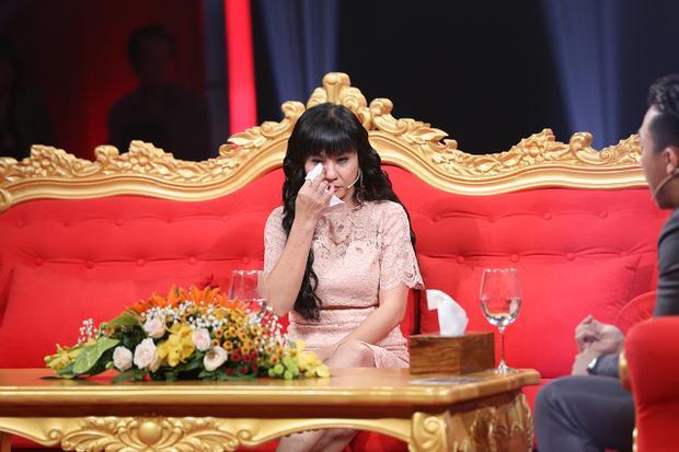 Nữ diễn viên rưng rức khóc vì nghĩ mình đã quá bất công với Kiều Minh Tuấn.