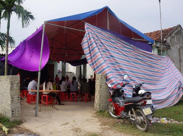 Gia đình tổ chức lễ mai táng cho nạn nhân.