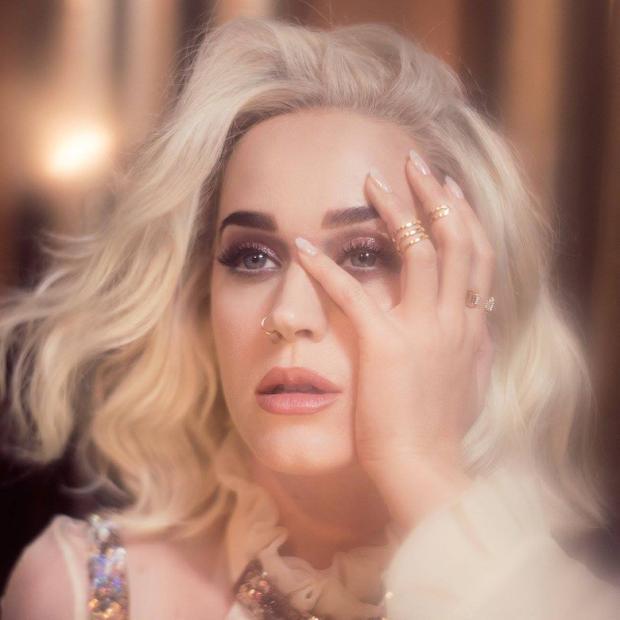 Katy cũng không khá khẩm gì hơn.