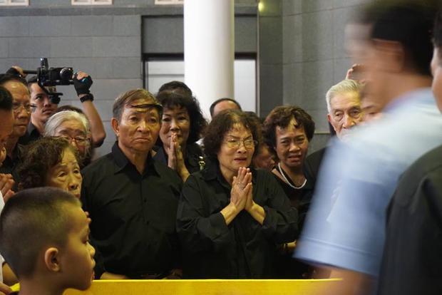Người thân khóc nấc bên linh cữu cụ bà từng hiến hơn 5.000 lượng vàng cho Nhà nước