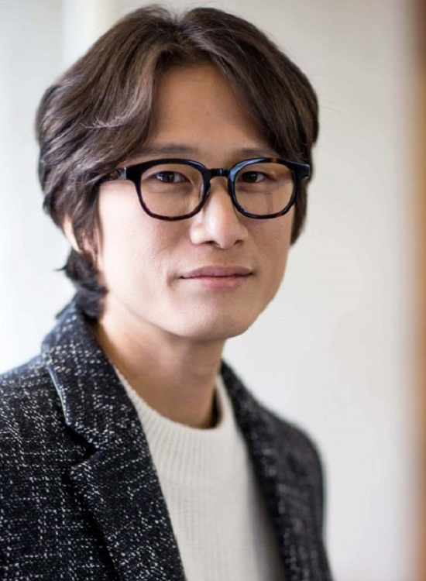 Song Sae Byuk vào vai cậu em út Park Ki Hoon - người được biết đến với thành công trong bộ phim tham dự liên hoan phim Cannes ở tuổi mới 20. Thế nhưng sau hơn 20 năm, anh chàng vẫn không có thêm 1 sản phẩm điện ảnh giá trị.