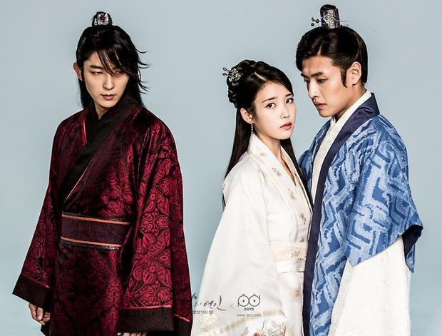 Tác phẩm đánh dấu sự trở lại của IU sau hơn 1 năm vắng bóng kể từ bộ phim Người tình ánh trăngđóng cặp cùng Lee Jun Ki năm 2016.