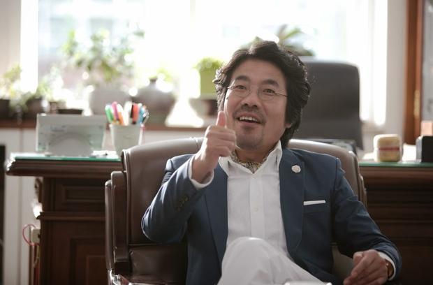 Nam diễn viên Oh Dal Soo vào vaiPark Sang Hoon - người anh cả thất bại trong sự nghiệp nhưng vô cùnglãng mạn trong tâm trí và luôn luôn nghĩ về cách để tìm thấy hạnh phúc.