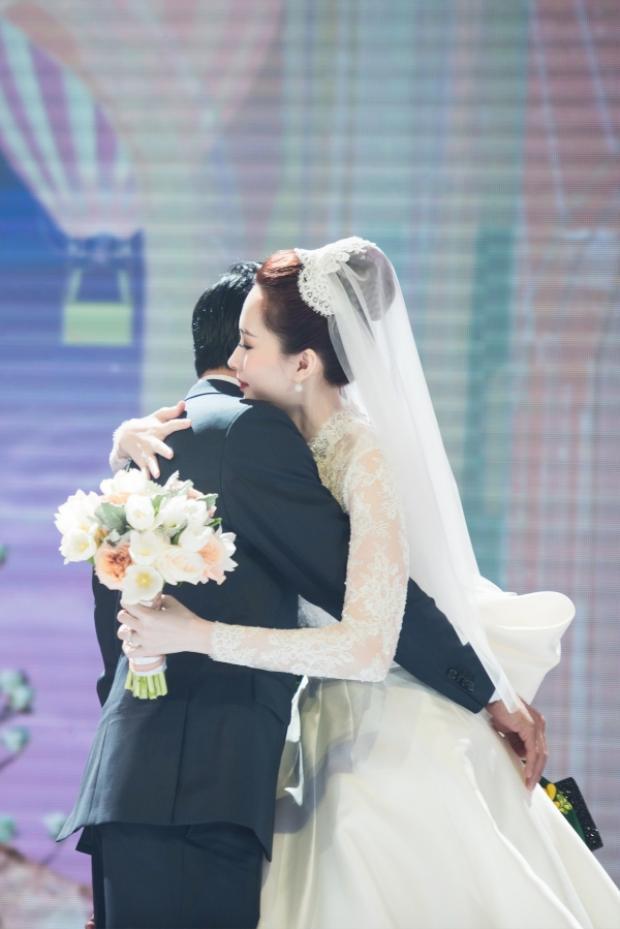 Phản ứng dễ thương của Hoa hậu Thu Thảo khi ông xã Trung Tín khoe ảnh chụp cùng Thủ tướng Canada Justin Trudeau
