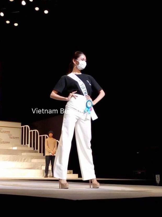 Nhiều khán giả đang lo lắng cho kết quả của Á hậu Thùy Dung vì hai ngày qua, người đẹp không tham gia hoạt động cùng các thí sinh mà còn bỏ qua phần thi Women's Entrepreneur Forum - một trong những phần thi cực kỳ quan trọng.