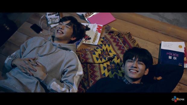 Fan cặp đôi Kang Daniel Seongwoo hẳn quá mãn nhãn với MV mới từ Wanna One