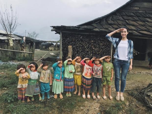 Đỗ Mỹ Linh xuất sắc dẫn đầu vòng bình chọn online trước thềm chung kết Miss World 2017