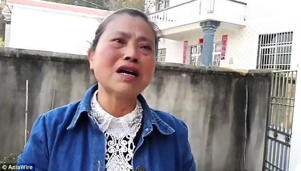Dù con trai có bị thiểu năng, bà Chu vẫn kiên quyết không vứt bỏ con trai.