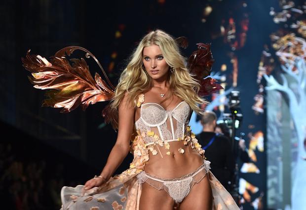 Cô thường được lựa chọn mặc những bộ nội y nổi bật tại Victoria's Scret show.