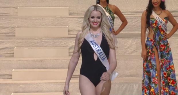 """Tuy nhiên, bên cạnh đó, không thiếu những thí sinh trót để lộ khuyết điểm vòng eo """"mỡ màng"""", như người đẹp nước Úc."""
