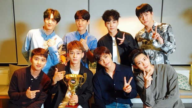Dù Power không đạt được nhiều thành công như các bản hit trước đó nhưng EXO vẫn có một năm ấn tượng với Ko Ko Bop Vì thế, các chàng trai nhà SM hoàn toàn xứng đáng dẫn đầu trong cuộc bình chọn lần này.