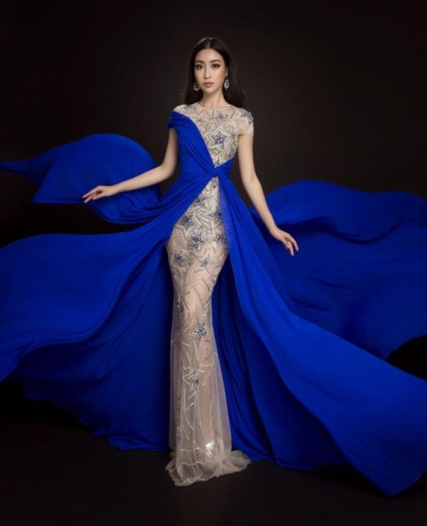 Đại diện Việt Nam xinh đẹp trong trang phục của NTK Lê Thanh Hoà.